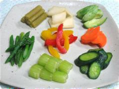 【いろいろ野菜の一夜漬粕漬】 フキ、大根、小メロン、人参 アスパラガス、パプリカ、セロリ 、きゅうり